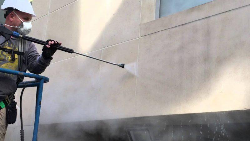 Очистка фасадов методом распыления